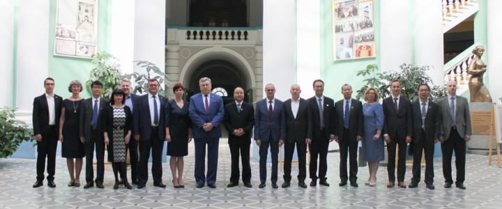 Официальный визит в МПГУ руководстваВэйнаньскогопедагогического университета