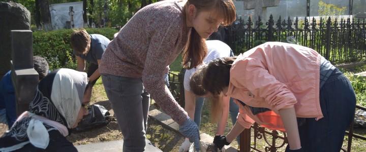 Мемориально-патронатная акция на Донском кладбище