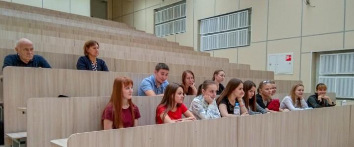 """Студенты немецкого отделения Института иностранных языков на """"погружении"""" в университетскую жизнь"""