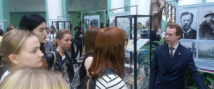 Дирекция изучения истории МПГУ провела ряд экскурсий для первокурсников Института филологии