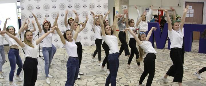 Институт филологии принял участие в мероприятии «Welcome party» для первокурсников в МПГУ