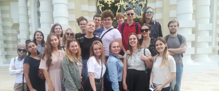 Студенты-историки в музее-усадьбе «Кусково»