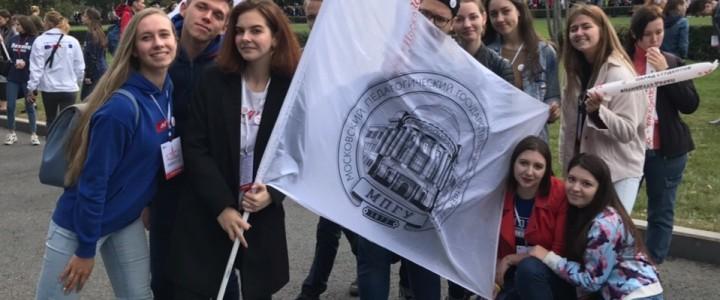 Студенты Института биологии и химии приняли участие в Параде Студенчества