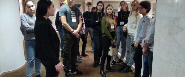 Экскурсия для школьников по Библиотеке корпуса гуманитарных факультетов МПГУ.