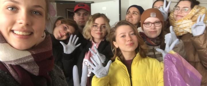 Студенты первого курса факультета педагогики и психологии стали волонтерами в Центре реабилитации временно бездомных животных «ЮНА»