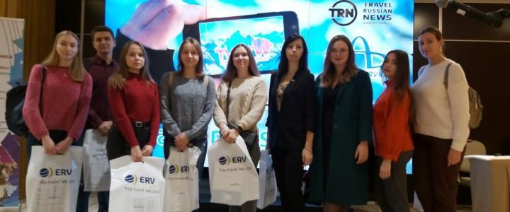 Студенты 4 курса на выставке Travel Winter IT Workshop