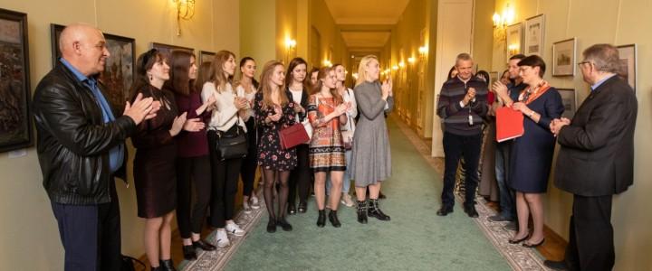 Открытие выставки профессорско-преподавательского состава  кафедры рисунка в холле второго этажа Московской Городской Думы