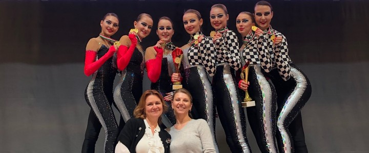 """Команда по эстетической гимнастике """"МАДОННА"""" покорила всех своим выступлением и стала обладателем Кубка Мира!"""