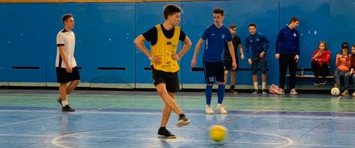 Состоялись первые матчи мужского Чемпионата ИФКСиЗ по мини-футболу