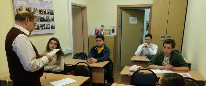 Юридическую консультацию по жилищному и трудовому праву дают студенты в рамках семинаров по приобретению практики юридического консультирования