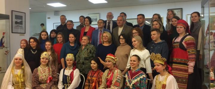 Студенты и преподаватели Института изящных искусств МПГУ в Московском доме национальностей