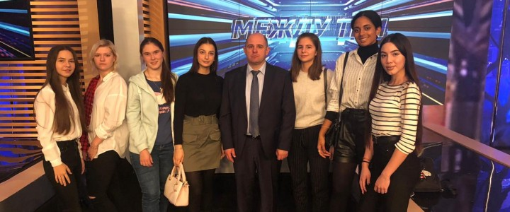Студенты Института журналистики, коммуникации и медиаобразования участвовали в программе «Открытый эфир» на телеканале «Звезда»