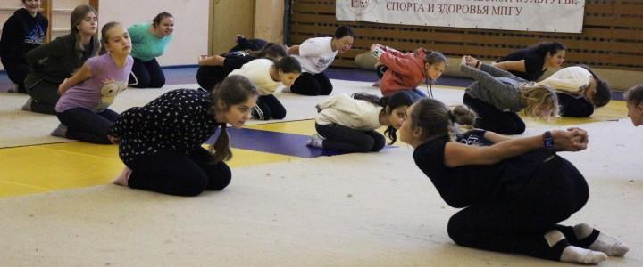 В Институте физической культуры, спорта и здоровья прошел мастер-класс по эстетической гимнастике