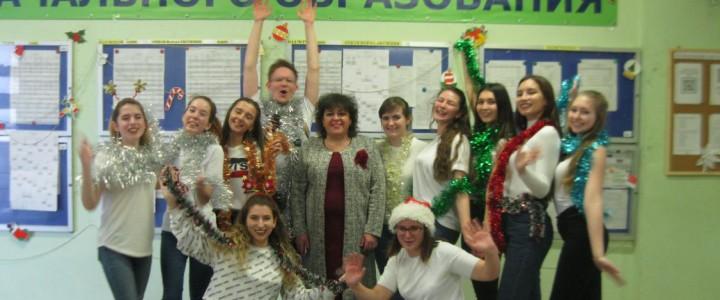 Факультет начального образования задаёт настроение Новому году!