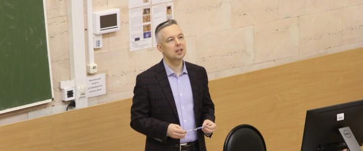 12 декабря 2019 года была организована встреча студентов с консультантом по карьере Денисом Бегляровым