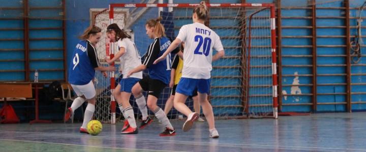 Стартовал женский Чемпионат ИФКСиЗ по мини-футболу