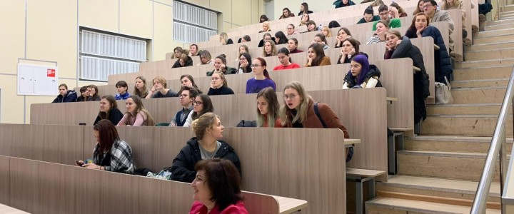 Университетская среда в Лицее: манипуляция людьми, гидростатика и встреча с писателями