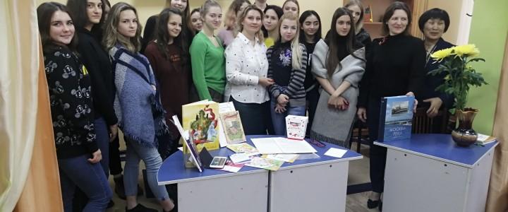 6 декабря в библиотеке №110 состоялась творческая встреча московской писательницы Марии Молнии со студентами Колледжа МПГУ