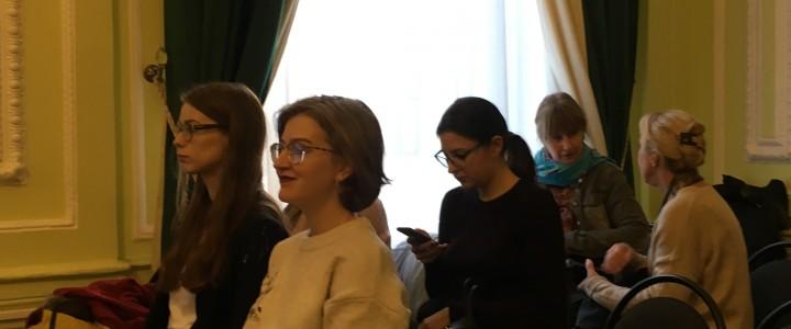 Студенты-культурологи на Семинаре-Выставке в рамках проекта «Город-Память-Художник. Платформа активного москвоведения»
