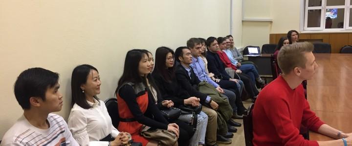 Вручение дипломов выпускникам аспирантуры.
