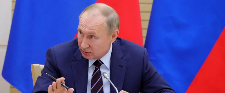 Путин поручил усовершенствовать преподавание языков народов России