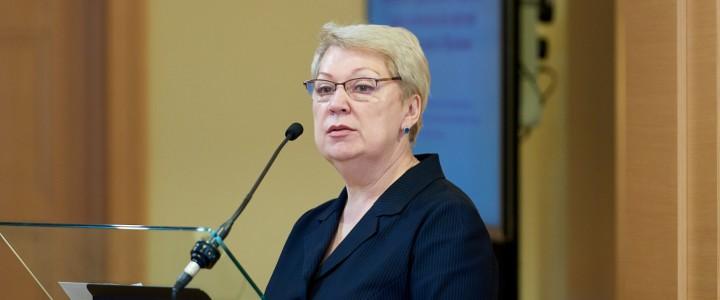 Эксперты: Васильева возрождает лучшие традиции российского образования