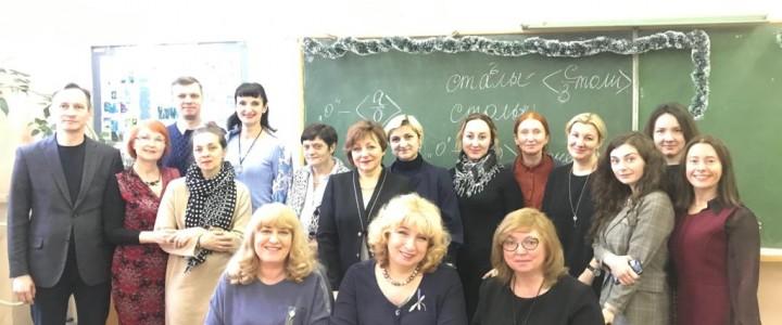 Преподаватели кафедры довузовского обучения РКИ Института филологии  работают в Московском институте искусств в Китае