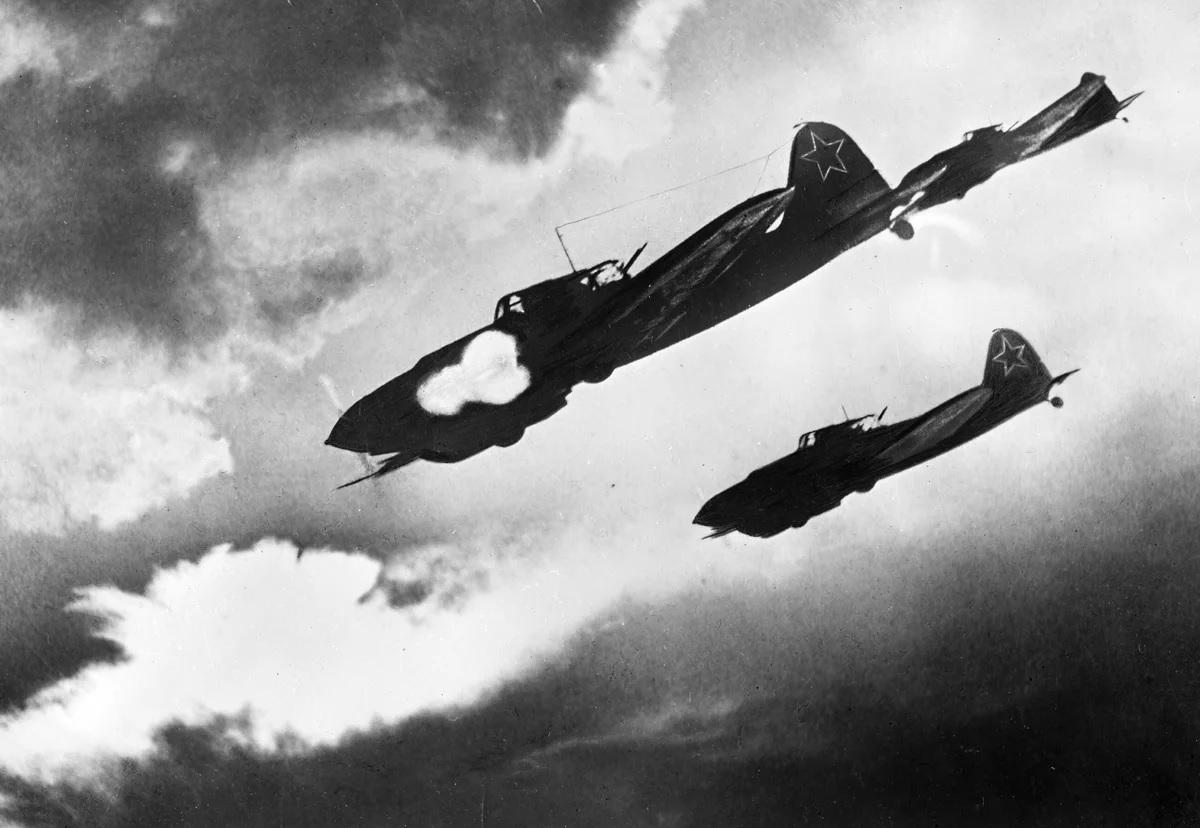 Советская авиация в воздушном бою