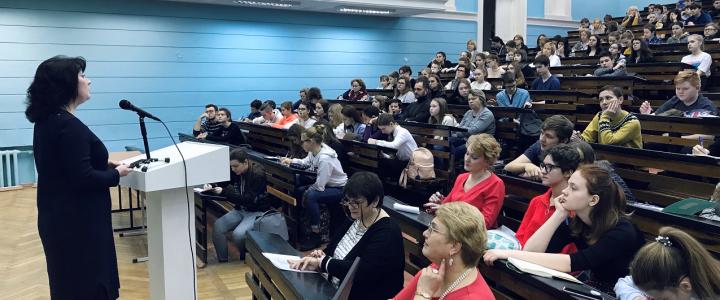Школьники Москвы на занятиях по ораторскому искусству в МПГУ