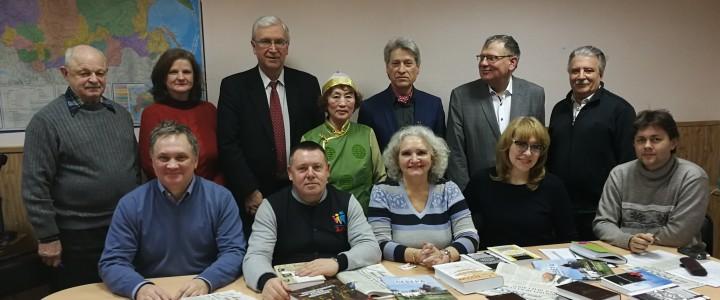 Учёные и литераторы ищут новые формы сохранения языкового разнообразия народов России