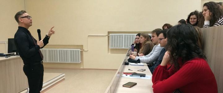 «Первые впечатления: значение чёткого начала в докладах или эссе» – встреча Международного студенческого клуба Института иностранных языков МПГУ