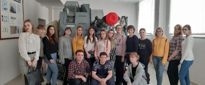 Студенты Анапского филиала МПГУ посетили комнату Боевой славы Института береговой охраны ФСБ России
