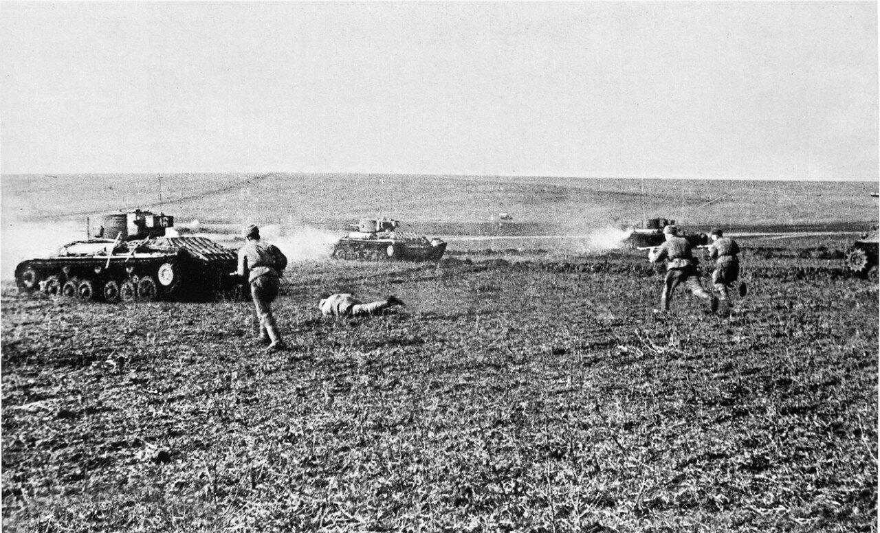 Советские войска в бою на территории Австрии