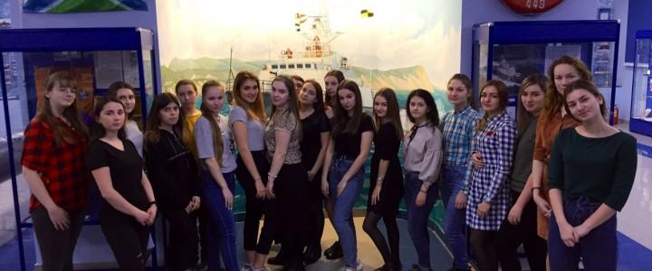 Студенты Анапского филиала МПГУ посетили комнату Боевой славы Института береговой охраны ФСБ России.