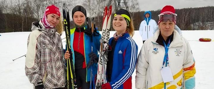 Студентки Института физической культуры, спорта и здоровья достойно выступили в соревнованиях по лыжным гонкам