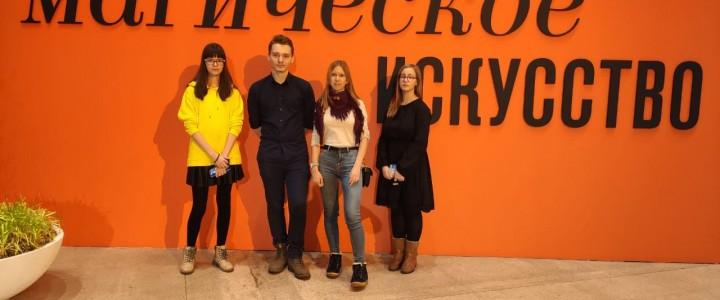 Маг и гений Дали: лицеисты побывали на выставке в Манеже