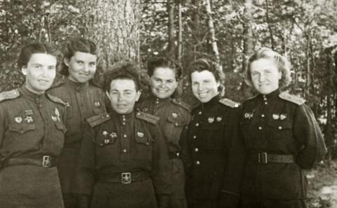 Белоруссия. Лето 1944 г. Слева Т. Макарова и В. Белик