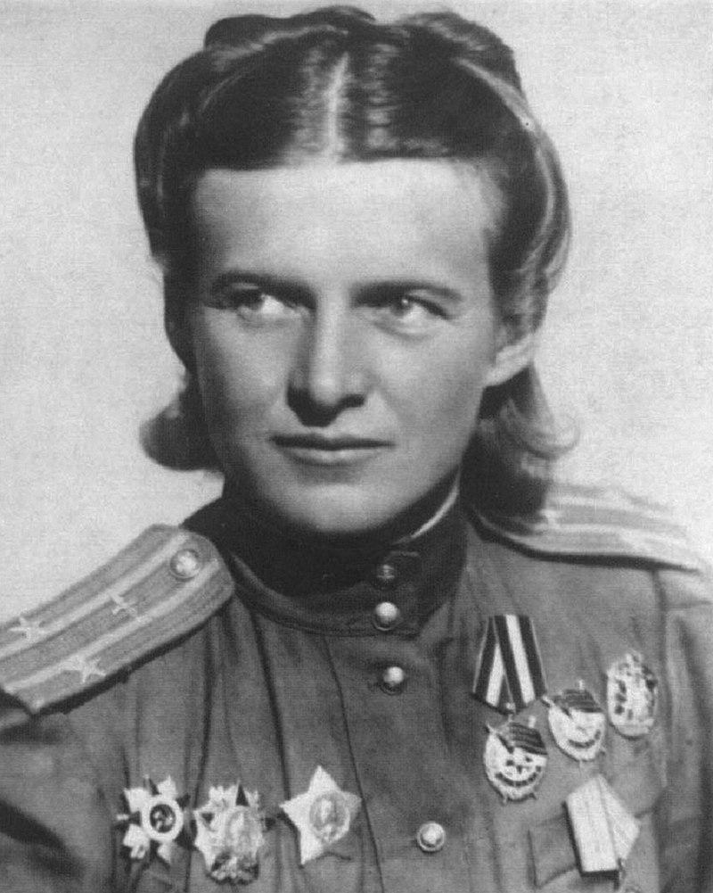 Командир полка Е.Д.Бершанская. 1913-1982