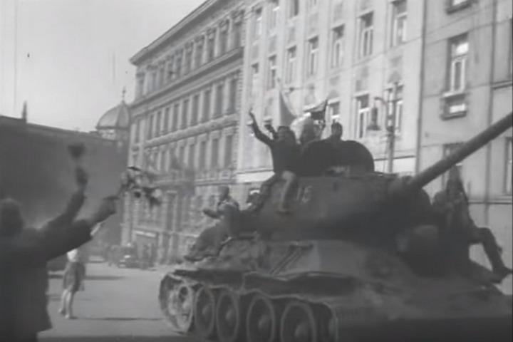Советские войска на улицах Братиславы