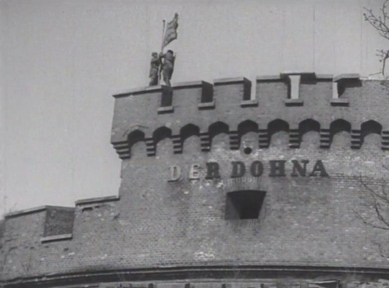 Водружение Красного Знамени на Башне Дона, 10 апреля 1945 г.