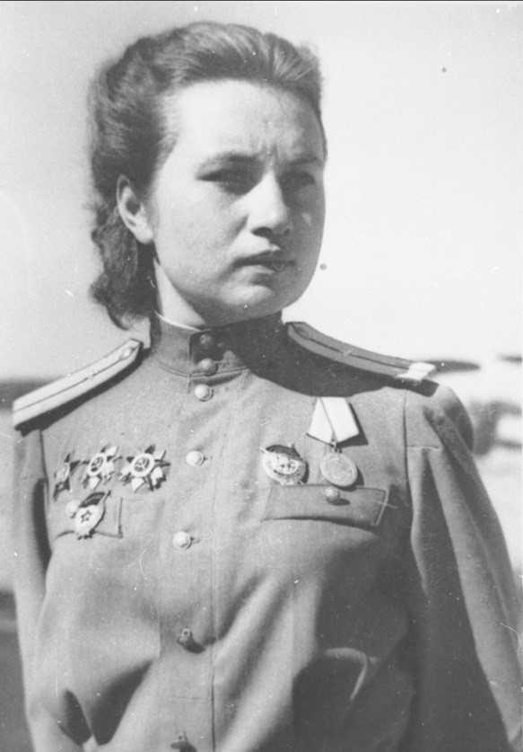 Гвардии лейтенант А.Ф. Акимова. 1945 г.