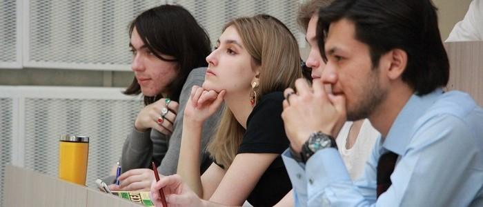 Студенты ИМО готовятся к сдаче первой сессии для Лондонского университета