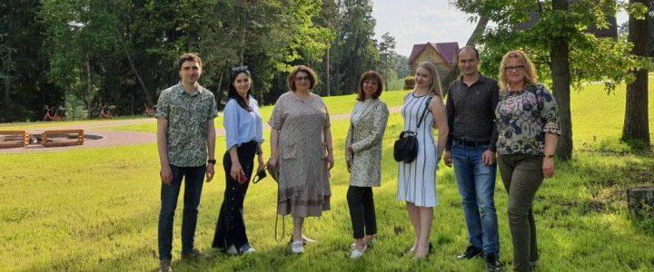 """Институт """"Высшая школа образования"""" поздравил партнеров с профессиональным праздникомДнем социального работника."""