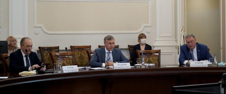 Межведомственный совет по присуждению премий Правительства РФ в области образования прошел под председательством Валерия Фалькова