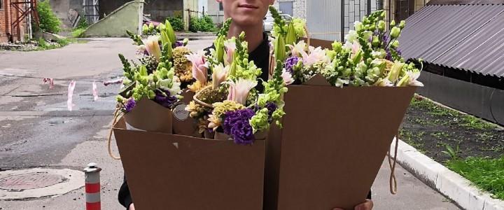 Волонтёры ФМИ: цветы в подарок