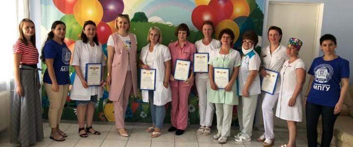 Анапский филиал МПГУ поздравил коллектив Анапского родильного дома с Днём медицинского работника!