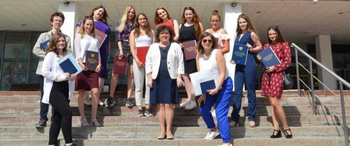 Поздравляем выпускников факультета начального образования Института детства!