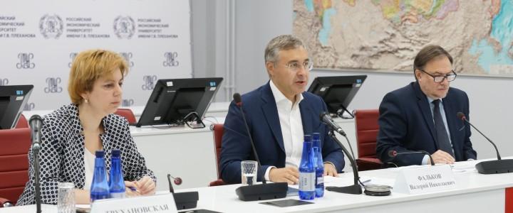 Фальков дал рекомендации вузам по началу учебного года