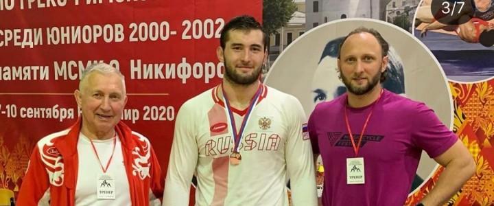 Студент Института физической культуры, спорта и здоровья Шибзухов Кантемир занял 3 место, на первенстве России среди юниоров до 21 года