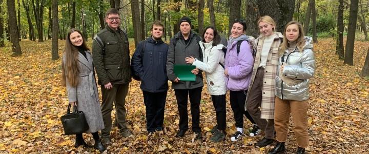 Экскурсия по Петровскому парку и его окрестностям для студентов Института филологии
